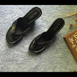 Aldo Black Patent Thong Wedge Slip On Sandals